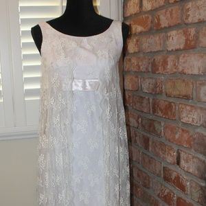 Dreamy Vintage Chantilly Lace Gown
